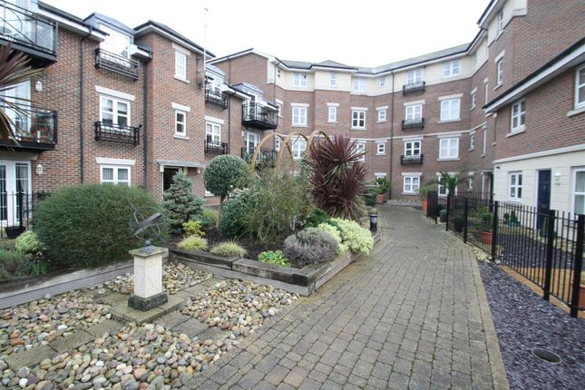 2 bed maisonette to rent in The Broadway, Southend-On-Sea SS1