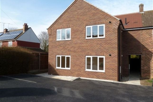 Thumbnail Flat to rent in Beech Rise, Sleaford, Lincs