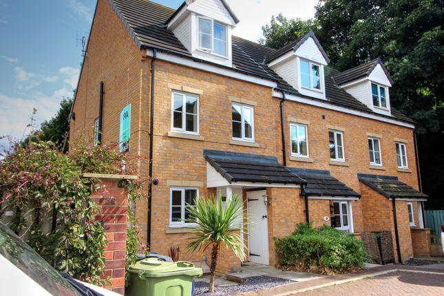 Thumbnail Town house for sale in Hawthorn Lane, Cleckheaton