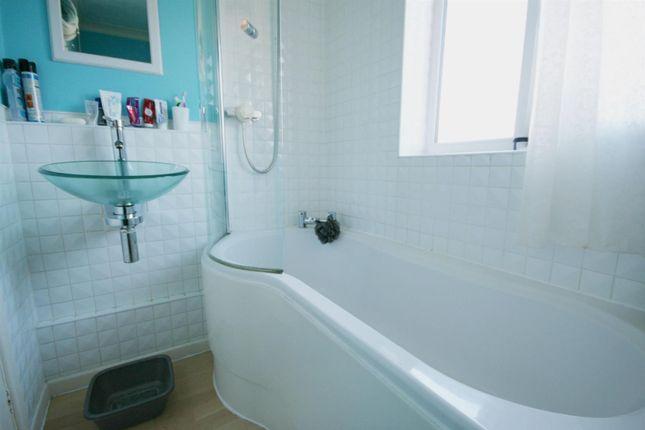 Bathroom of Exbury Place, Worcester WR5