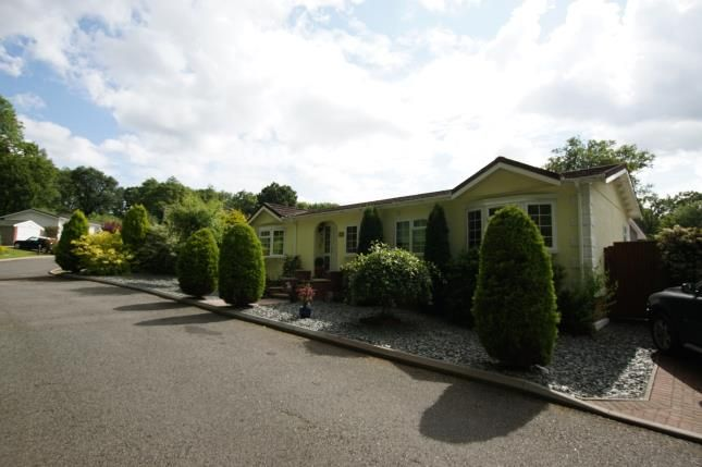Thumbnail Bungalow for sale in Burwash Park, Fontridge Lane, Etchingham, East Sussex