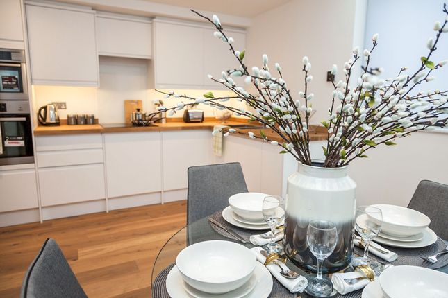 Flat for sale in Acton Lane, Chiswick, London