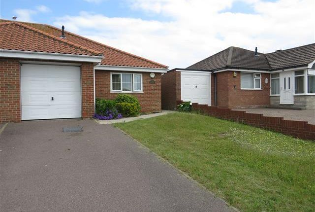 2 bed bungalow to rent in Crestview Drive, Lowestoft NR32
