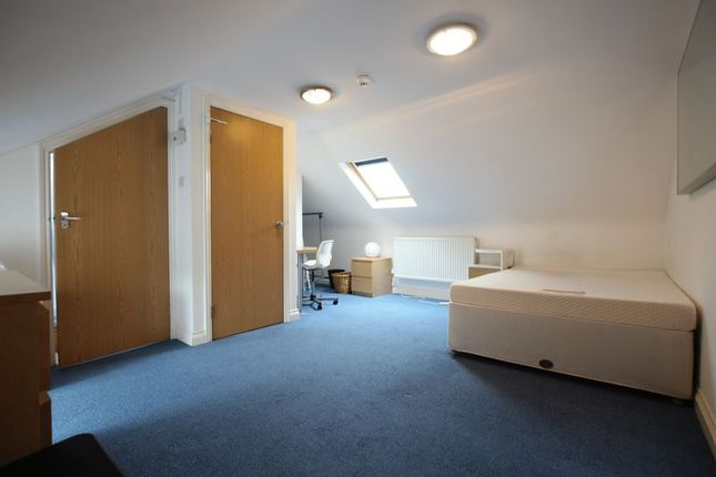 Thumbnail Shared accommodation to rent in Fishermans Drive, London