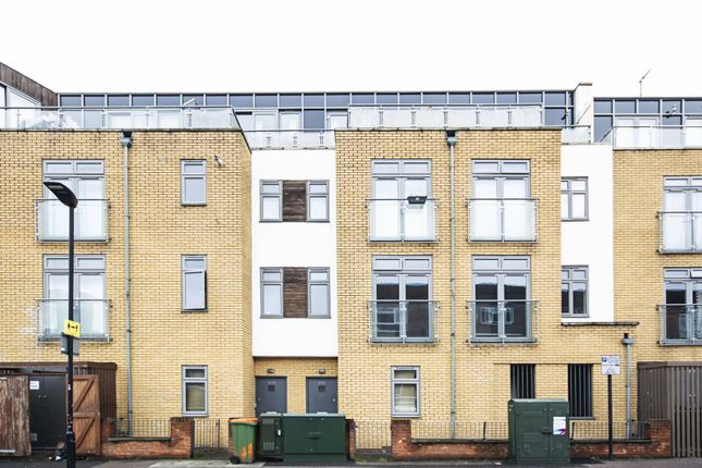3 bed property to rent in Chandos Road, Stratford, London E15
