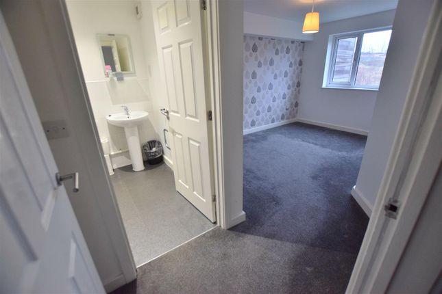 En-Suite of Grimshaw Lane, Middleton, Manchester M24