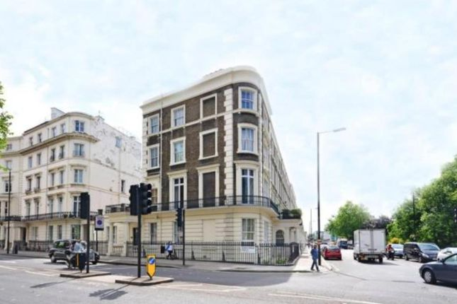2 bed flat to rent in Gloucester Terrace, London