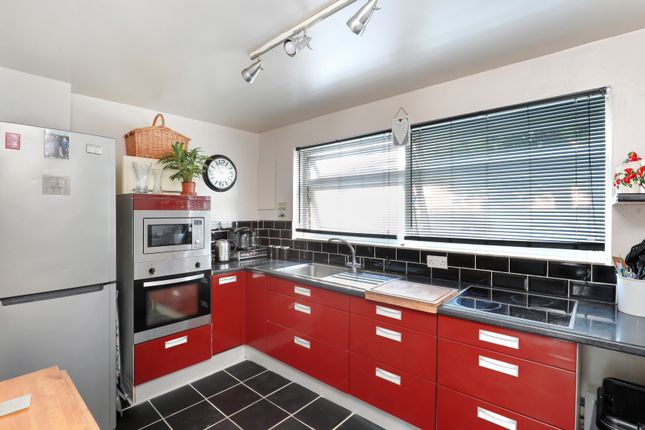 Thumbnail Flat for sale in Glena Mount, Sutton
