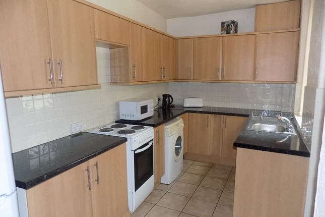 Thumbnail Shared accommodation to rent in Wadbrough Road, Sheffield