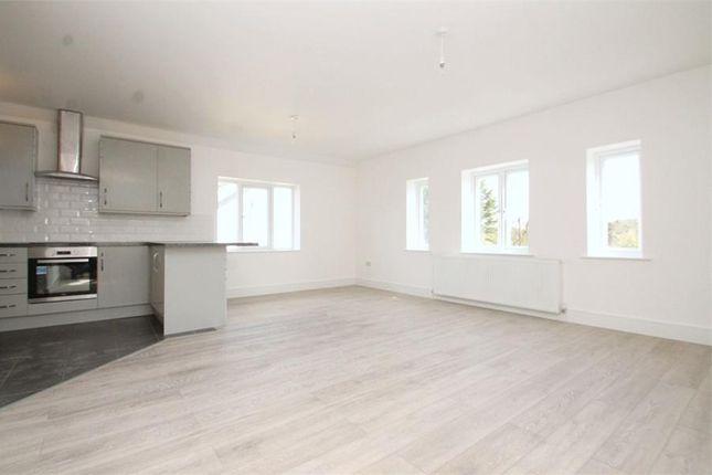 Thumbnail Flat to rent in London Road, Bagshot