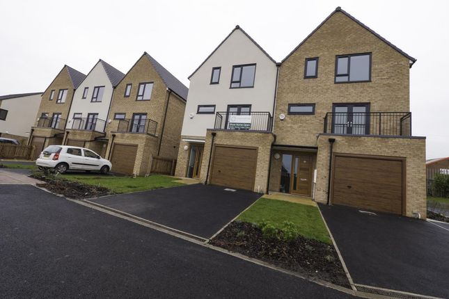 Thumbnail Property for sale in Ashley Green, Upper Wortley, Leeds