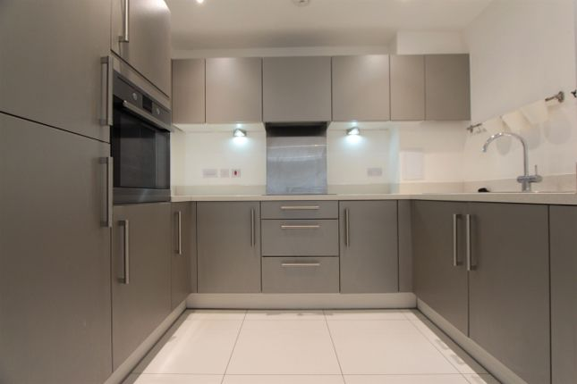Thumbnail Flat to rent in Kingfisher Heights, Waterside Way, London
