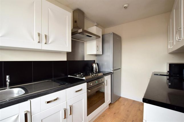 3 bed end terrace house for sale in Stoneham Close, Lewes, East Sussex