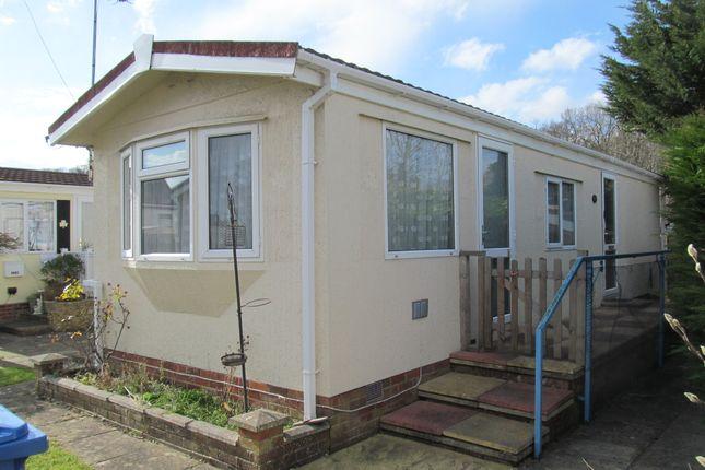 Thumbnail Mobile/park home for sale in Devon Close (Ref 5829), Yorktown Road, Sandhurst, Berkshire