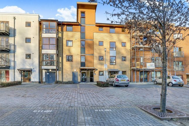 2 bed flat for sale in Commonwealth Drive, Three Bridges, Crawley