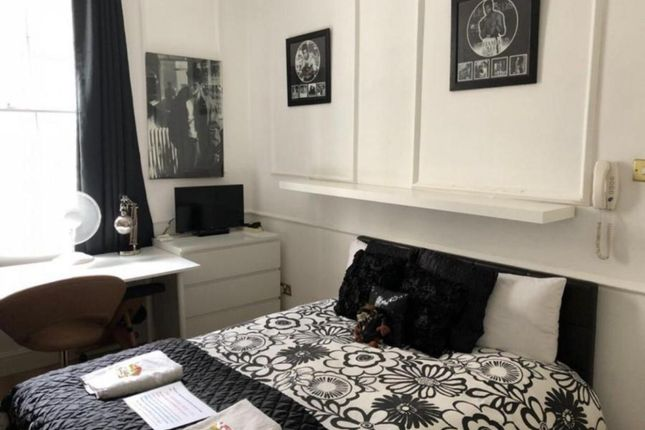 Room to rent in Park Avenue, London N22