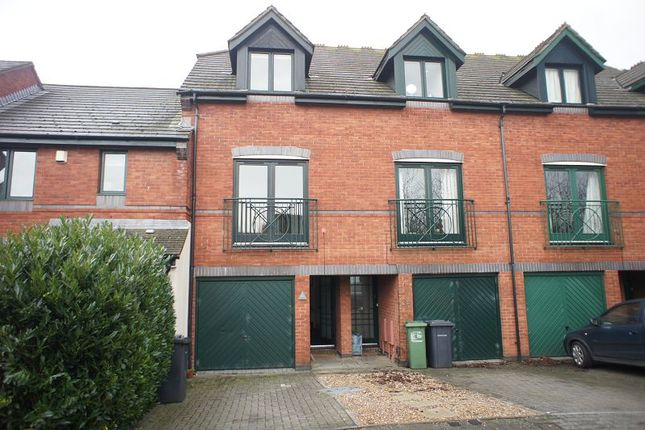 Thumbnail Town house to rent in Chandlers Walk, St. Thomas, Exeter