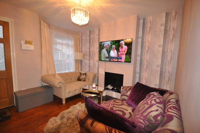 Thumbnail Room to rent in Salisbury Road, Watford
