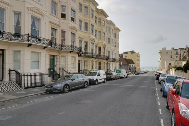 2 bed flat for sale in Holland Road, Hove BN3