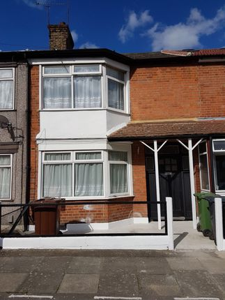 3 bed semi-detached house to rent in Essex Road, Essex