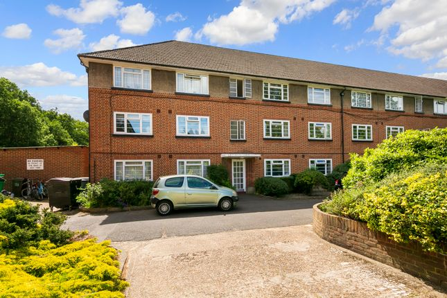 2 bed flat for sale in Wilmer Crescent, North Kingston KT2