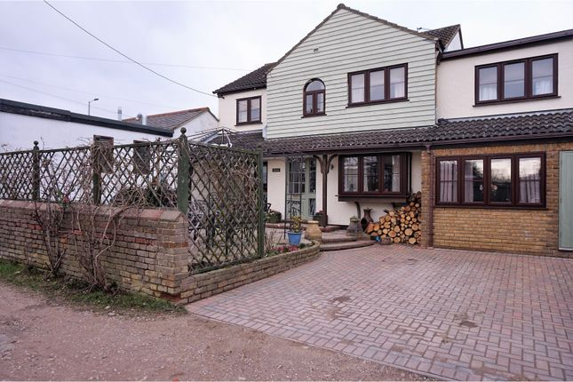 Thumbnail Detached house for sale in Clobbs Yard, Chelmsford