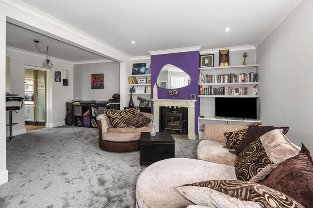 Thumbnail Semi-detached house to rent in The Approach, Bicester