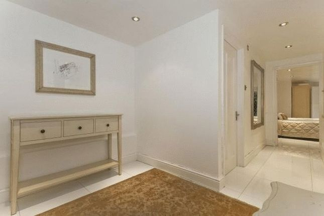 Thumbnail Flat for sale in Swan Passage, London