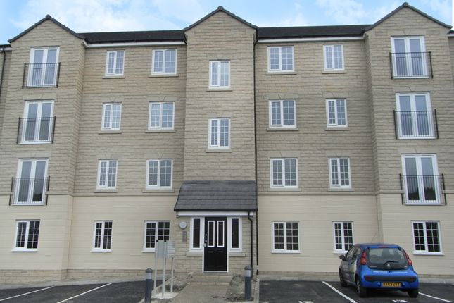 2 bed flat to rent in Plantation Drive, Bradford BD9