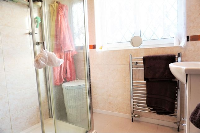 Bathroom of Curlew Crescent, Basildon SS16