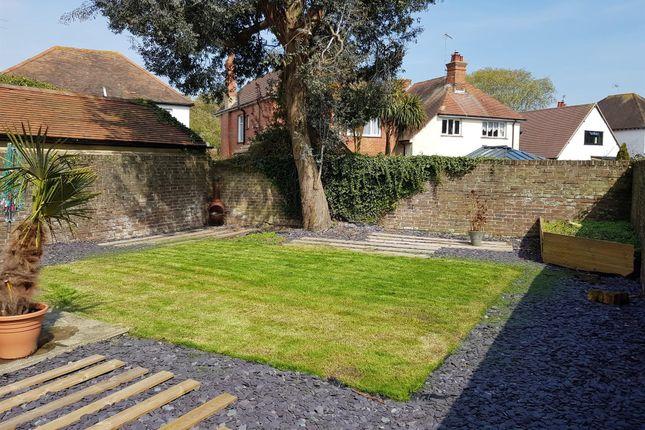 Thumbnail Flat to rent in Heene Road, Worthing