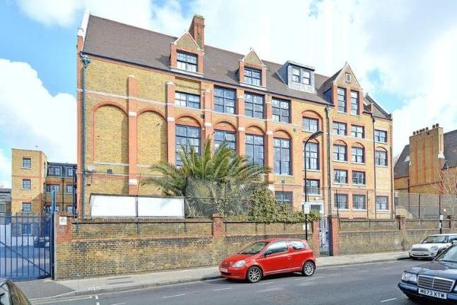 2 bed flat to rent in Rutland Road, London