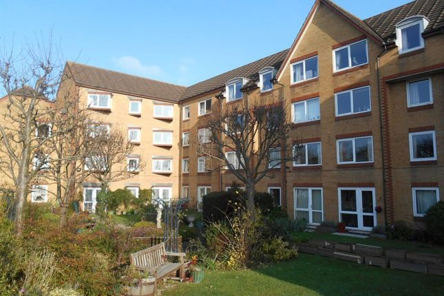 Thumbnail Flat to rent in Cassio Road, Watford