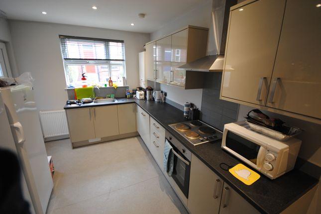 Thumbnail Terraced house to rent in 78 Estcourt Avenue, Headingley