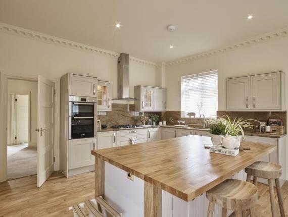 Thumbnail Detached house for sale in Kingshurst, 1 Kingshurst Gardens, Bretforton Road, Worcestershire
