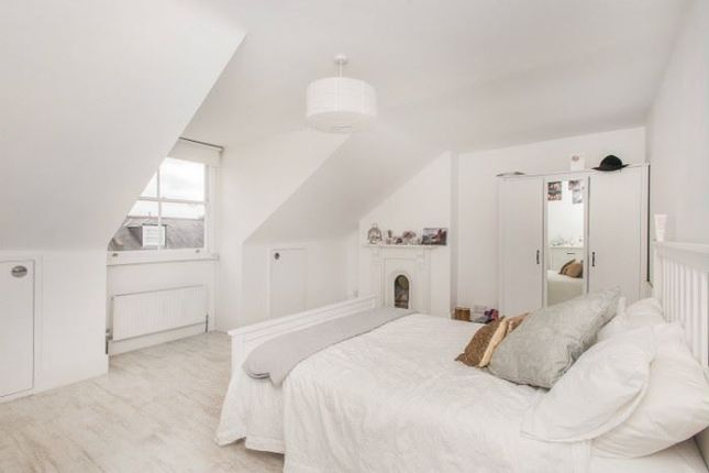3 bed maisonette to rent in Terrapin Road, London