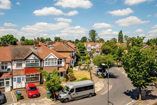 2 bed flat for sale in Combeside, London SE18