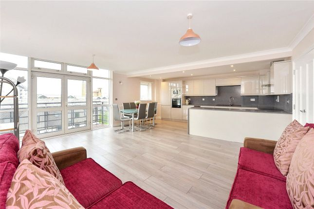 Thumbnail Flat to rent in Langbourne Place, London