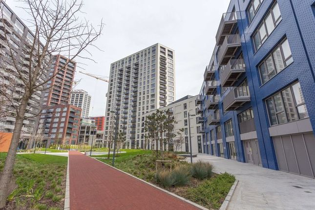 Thumbnail Flat for sale in London City Island, London