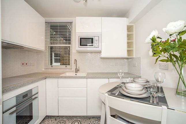Thumbnail Flat to rent in Westcombe Hill, London