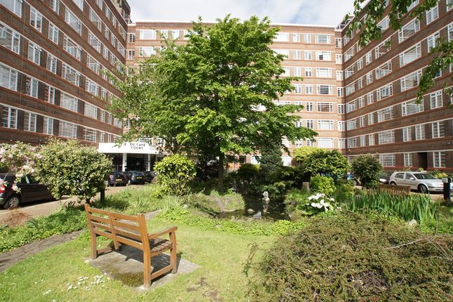 2 bed flat for sale in Balham High Road, Balham