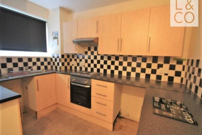 2 bed flat to rent in Holly Road, Risca, Newport NP11