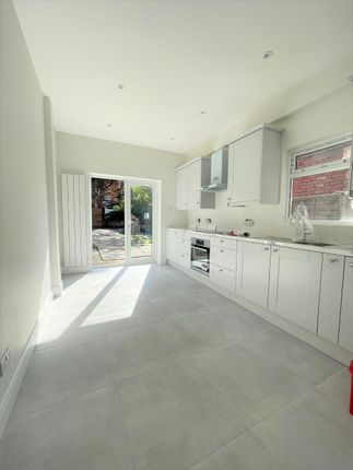 Thumbnail Terraced house to rent in Parkland Road, London