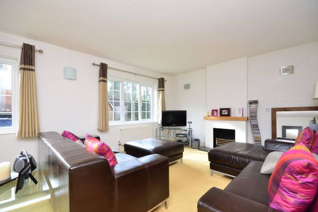 Thumbnail Detached house to rent in Station Road, Gomshall