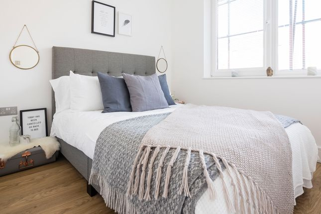 Thumbnail Flat for sale in Pinnacle House, Home Park, Mill Link Road, Kings Langley