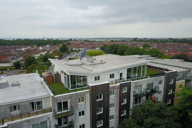 Thumbnail Flat to rent in Admirals House Gisors Road, Southsea