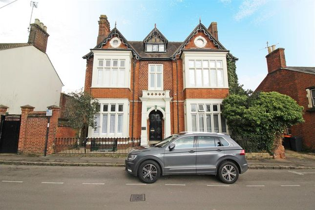 Thumbnail Flat for sale in Church Road, Leighton Buzzard