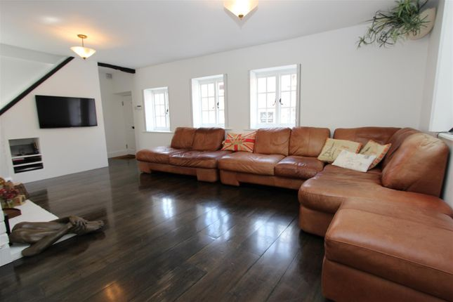 3 bed end terrace house for sale in Royal Oak Cottage, High Street, Old Town, Hemel Hempstead