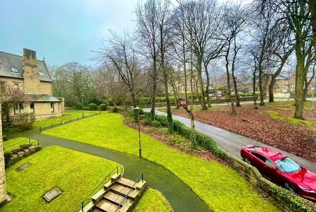 Thumbnail Flat to rent in Woodfield Court, Queens Road, Huddersfield