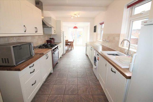 "Kitchen/Breakfast Room 26' 8"" x 8'10"""